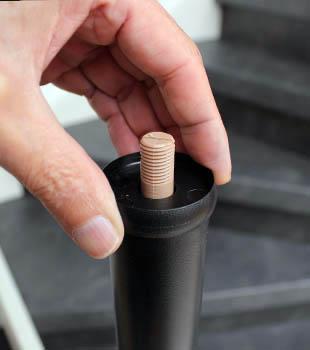 Koppel ring plaatsen op de trapleuning